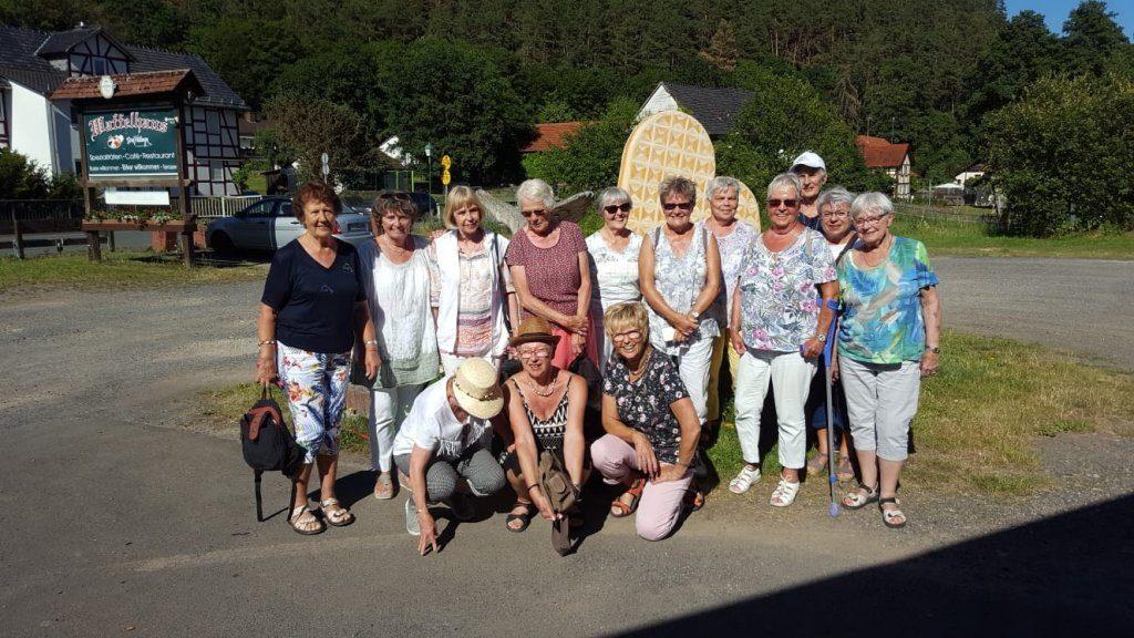 Gruppenbild-Gymnastikfrauen-2019.jpg